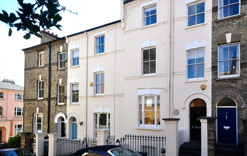 House to rent in Willow Road, Hampstead