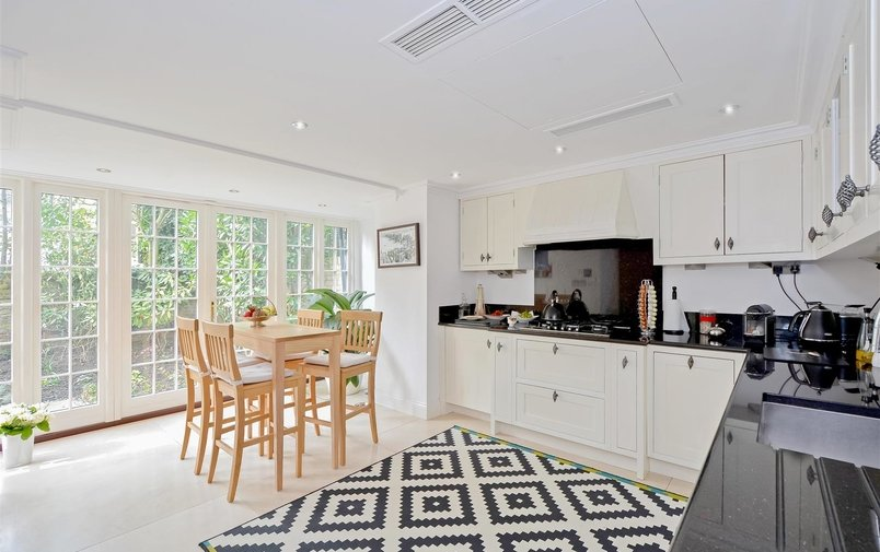 House to rent in Frognal, Hampstead Village