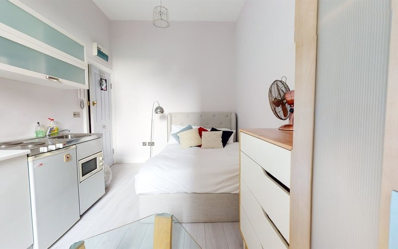 Flat to rent in Hampstead High Street, Hampstead